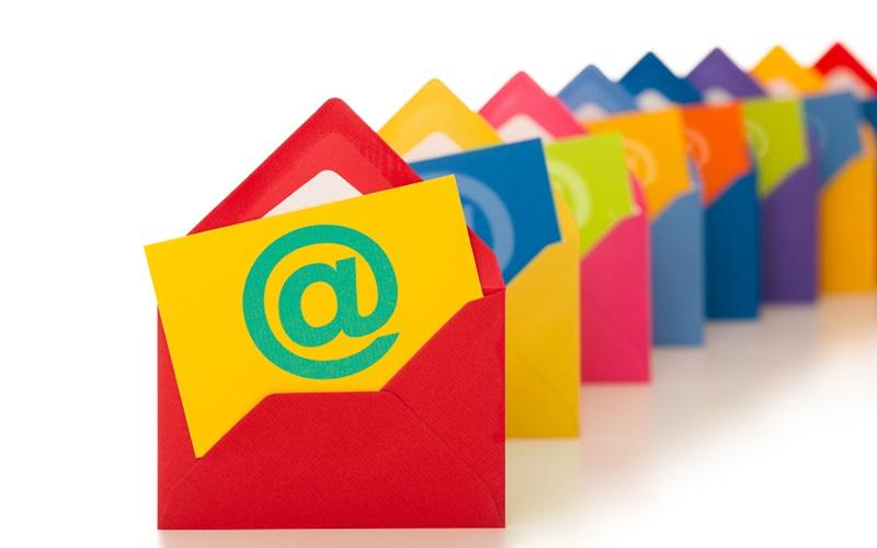 ارتباط با ایمیل