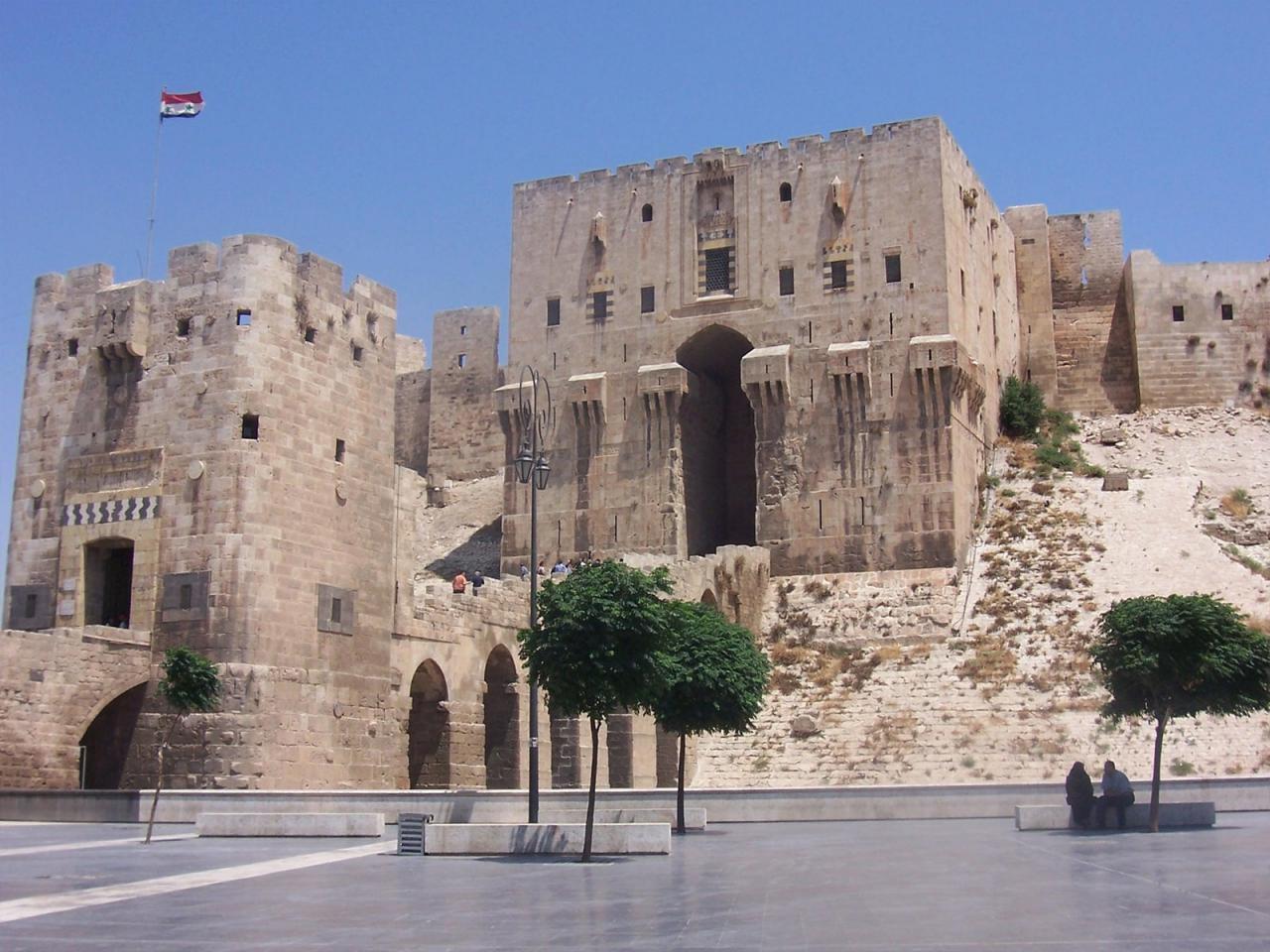 قلعه حلب در مرکز شهر قدیمی حلب